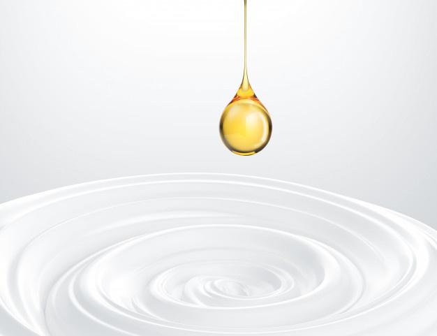 Cách trị thâm môi bằng tinh dầu dưỡng
