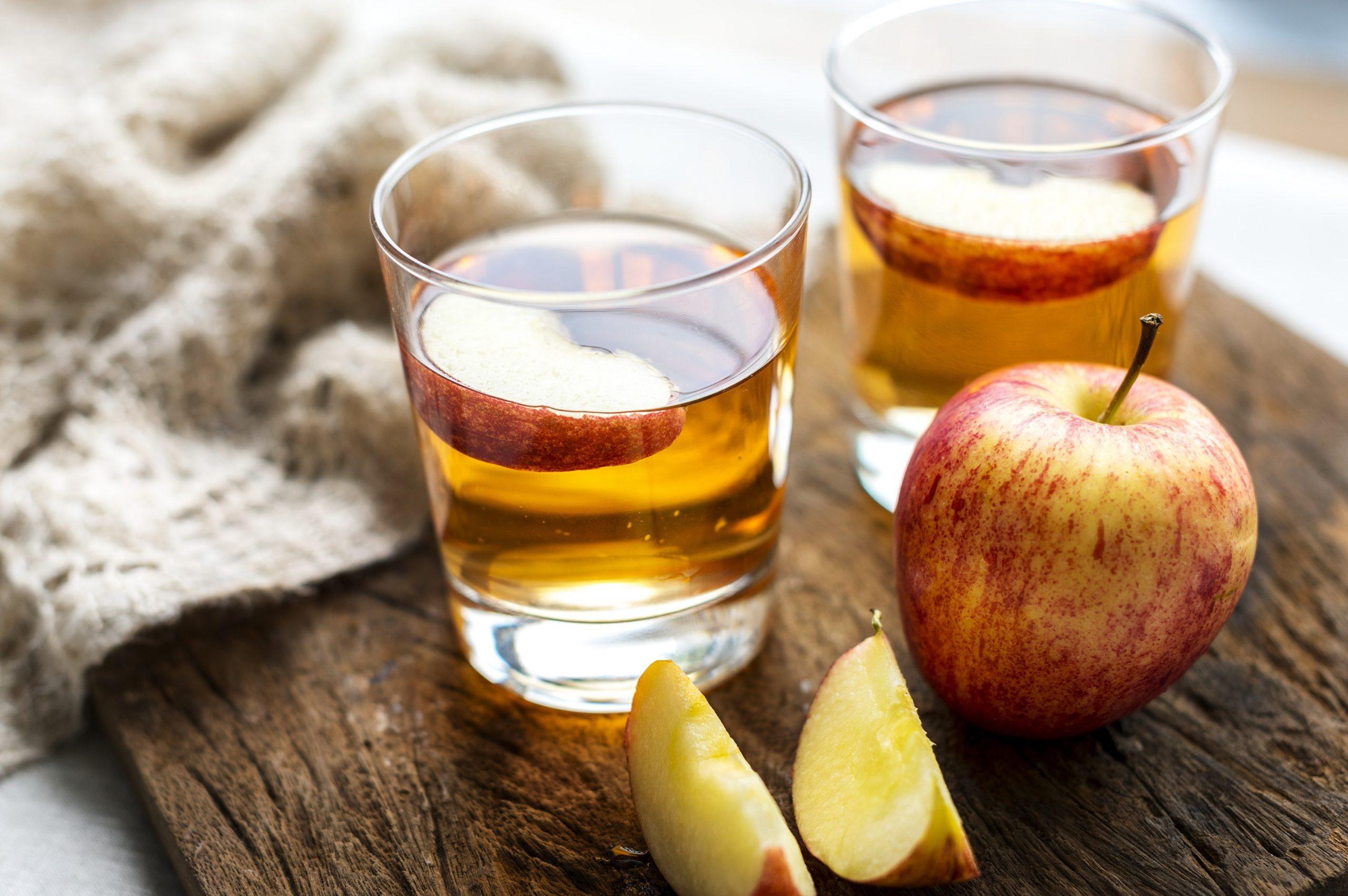 giấm táo trị da đầu khô bong tróc