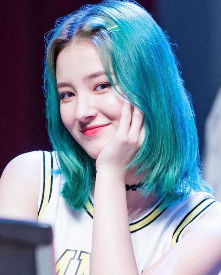 màu tóc đẹp xanh rêu