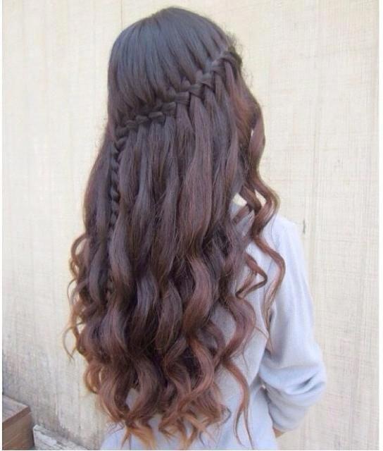 Tết tóc xoăn đuôi uốn dài