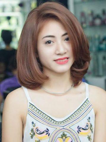 Kiểu tóc ngắn uốn cụp chữ C cho khuôn mặt dài