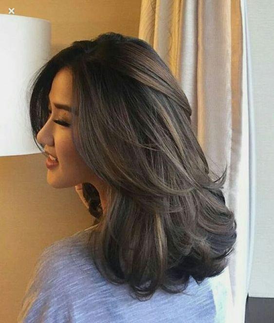 Tóc uốn đẹp dài ngang lưng