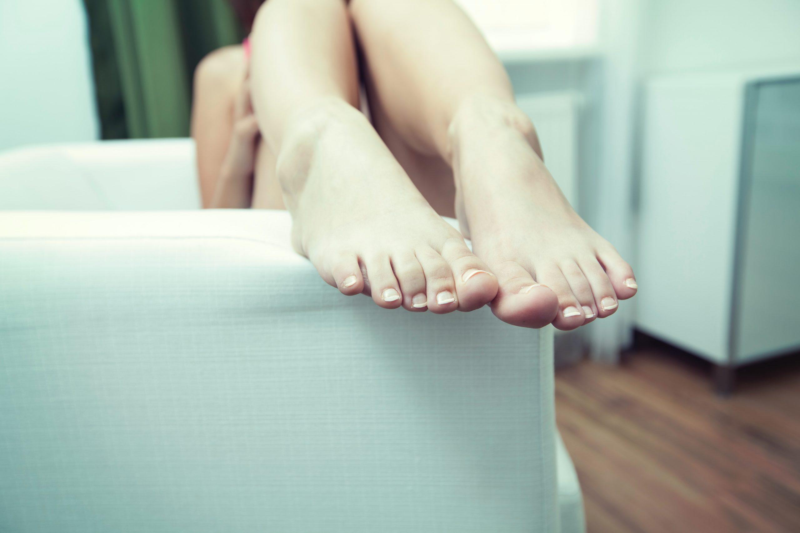 Cắt móng chân