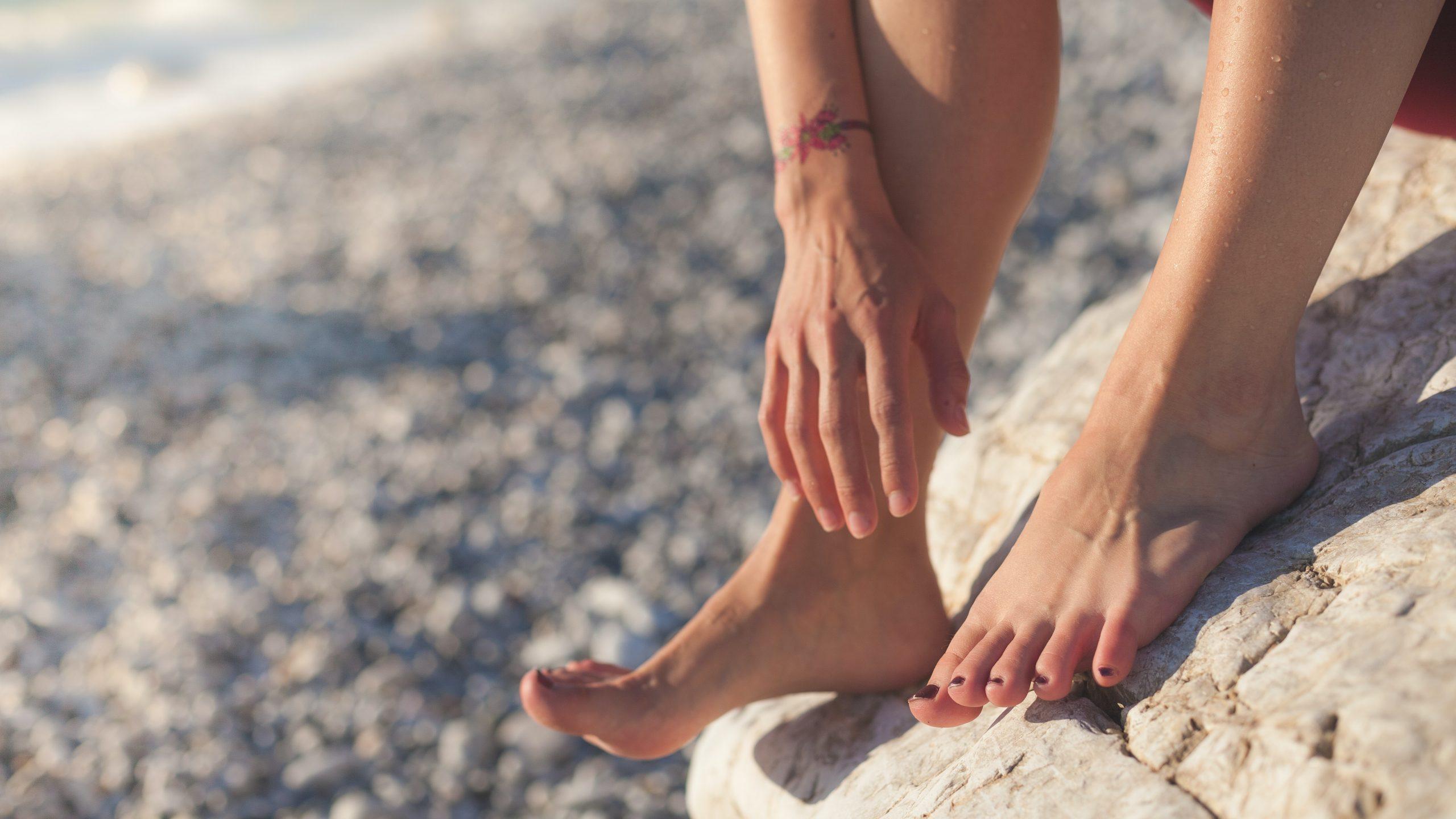 Massage đôi chân mỗi ngày