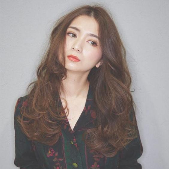 tóc uốn dài đẹp