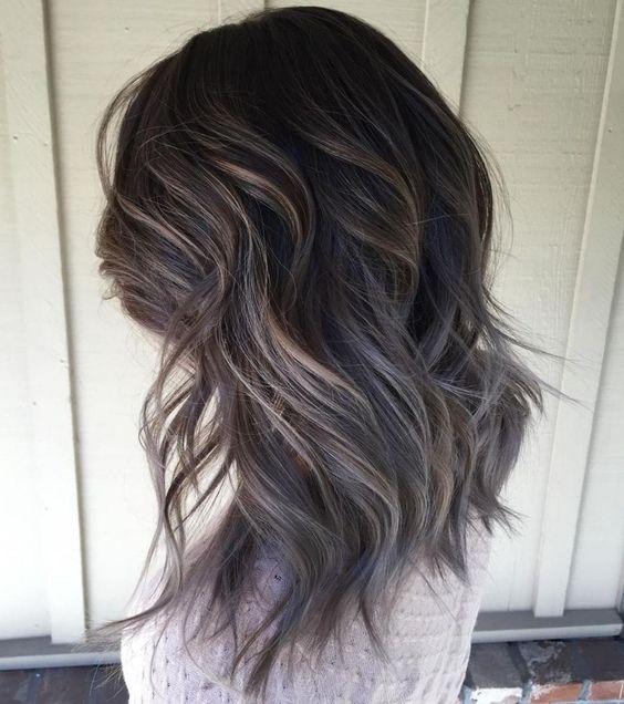 Kiểu tóc layer nữ dài xoăn đuôi nhẹ nhàng