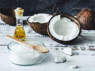 Ủ tóc bằng dầu dừa có tác dụng gì? Hướng dẫn ủ đúng cách