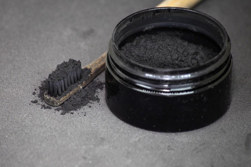 Cách làm trắng răng bằng than hoạt tính