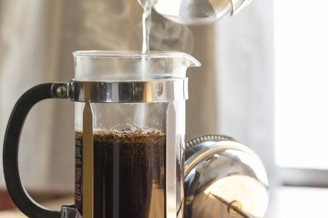Hạn chế sử dụng cà phê, thuốc lá để răng không bị ố vàng