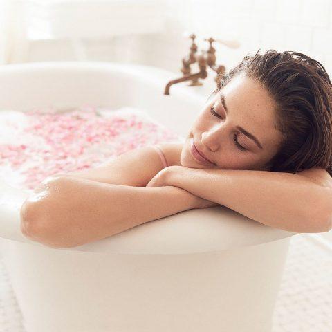 Tắm trắng da toàn thân từ sữa tươi cực vi diệu bạn phải thử ngay hôm nay!