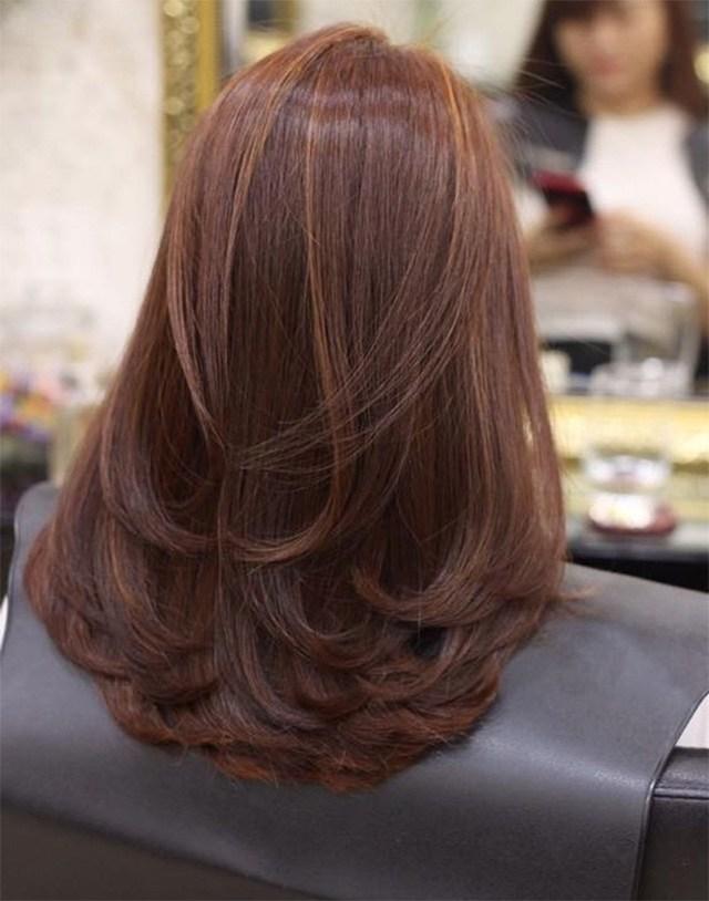 Mái tóc dài uốn đuôi chiếc lá trẻ trung sành điệu