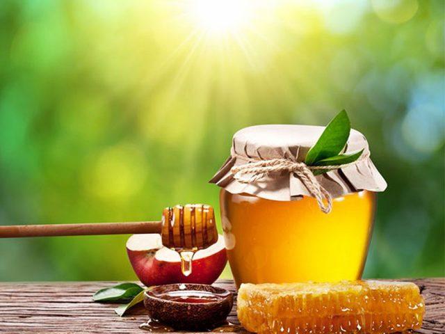 Cách chăm sóc da dầu mụn tự nhiên