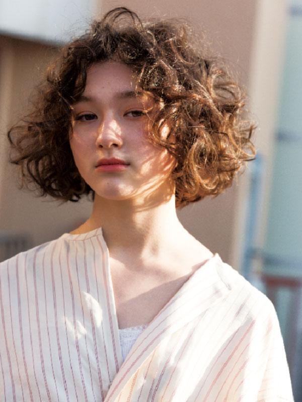 Tóc ngắn style Hàn Quốc xoăn xù