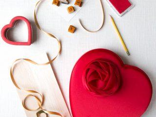 Nên mua quà gì tặng người yêu khiến nàng thích mê? Đây là 12 ý tưởng quà tặng bạn gái ý nghĩa nhất!