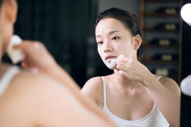 Chăm sóc da khô 4 bước kiểu Nhật Bản: sữa tẩy trang, bọt rửa mặt, lotion và dưỡng ẩm