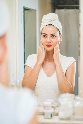 Dưỡng ẩm ngay từ bước làm sạch da và 5 điều mà nàng cần ghi nhớ!