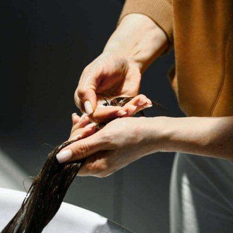 """4 công thức dầu xả DIY từ nguyên liệu thiên nhiên giúp tóc bạn """"bye bye"""" tình trạng khô xơ"""