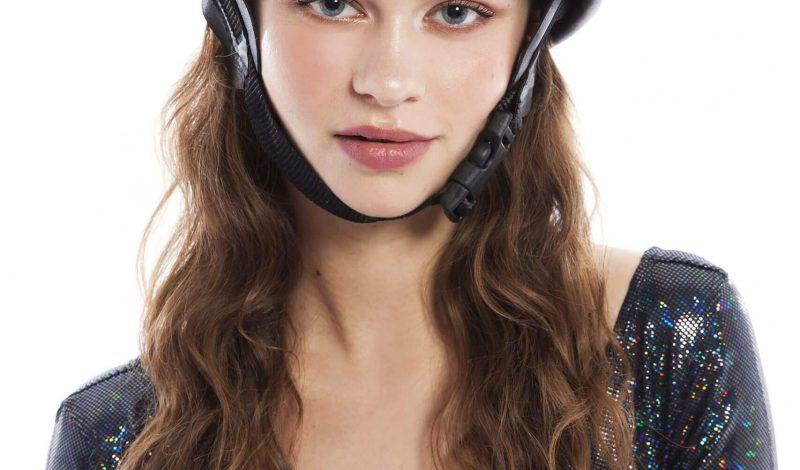 Mới làm tóc xong mà phải đội mũ bảo hiểm? Đây là cách giúp bạn giữ nếp tóc hiệu quả!