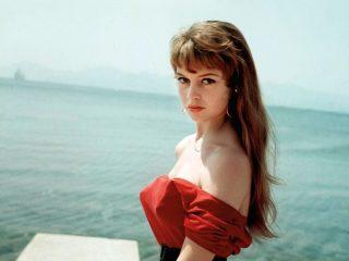 4 kiểu tóc đẹp vượt thời gian của nữ diễn viên người Pháp – Brigitte Bardot