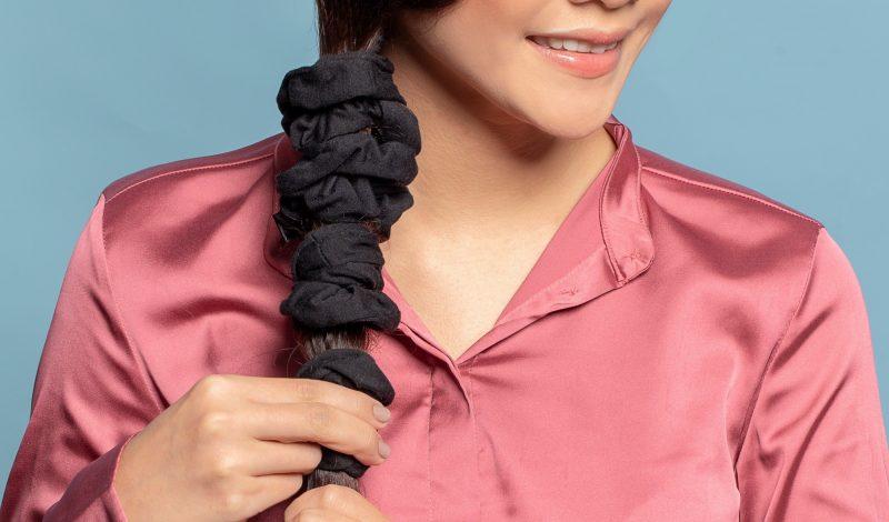 Cách làm tóc thẳng siêu đơn giản nhờ dây buộc tóc