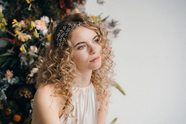 Các tips chuẩn chuyên gia khi dưỡng tóc xoăn cho cô dâu 2020