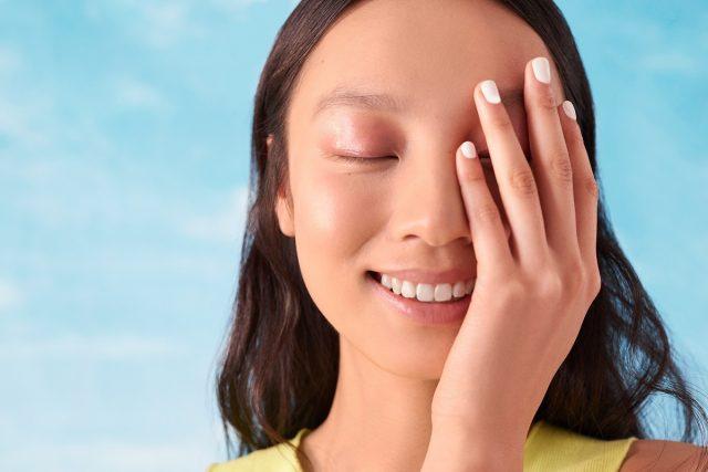Đâu là vấn đề của da mặt khô và làm thế nào để chăm sóc da khô ngay từ bước rửa mặt?