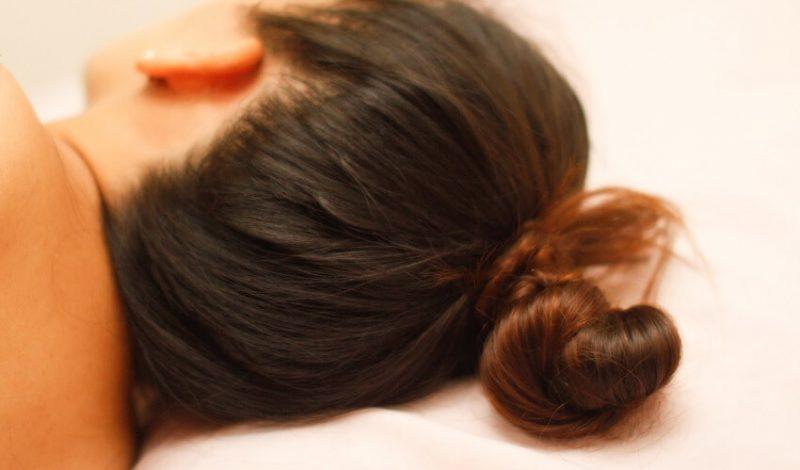 Búi tóc khi ngủ có hại cho tóc của bạn như thế nào?