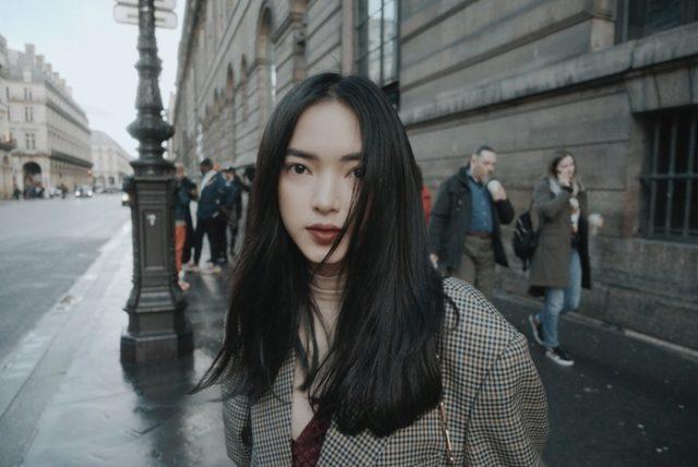 Kiểu tóc biến hóa cho mái tóc dài thẳng mềm mượt của nàng