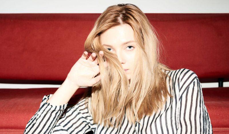Theo các chuyên gia, đây là 4 lý do khiến tóc hư tổn gãy rụng nhiều các nàng nên tránh!