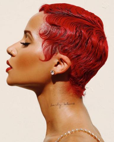 tóc nhuộm đỏ