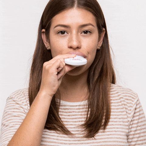 Dùng máy làm trắng răng tại nhà, hiệu quả cấp tốc