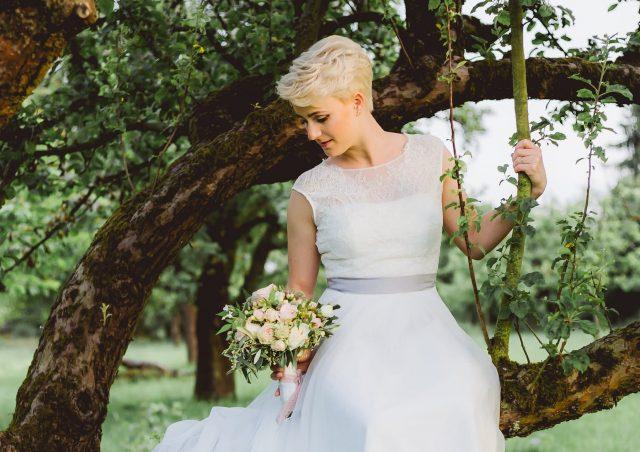 10 kiểu tóc cưới đẹp chuẩn salon dành cho cô dâu tóc ngắn