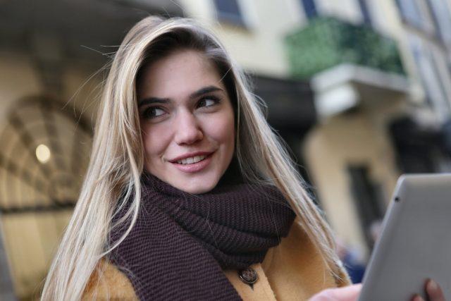 Top 12 kiểu tóc phù hợp với gương mặt trái xoan hot nhất mùa Giáng Sinh 2020