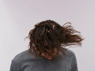 Vì sao tóc gãy rụng nhiều khi gội đầu? Đây chính là câu trả lời dành cho bạn!