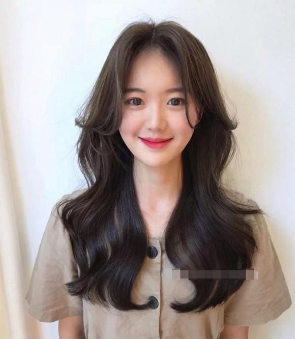 """Tóc xoăn đuôi dài chữ S là mái tóc """"quốc dân"""" của các nàng hotgirl Hàn Quốc"""