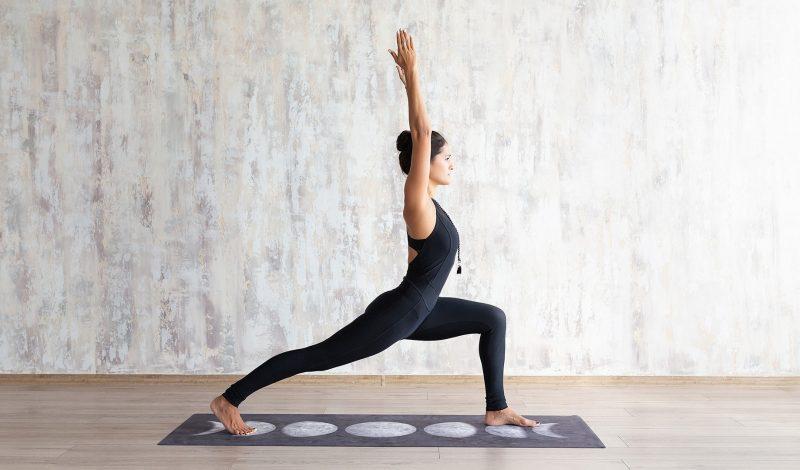 """Tư thế yoga giảm cân hiệu quả dành cho nàng """"mèo lười"""" Tết này"""