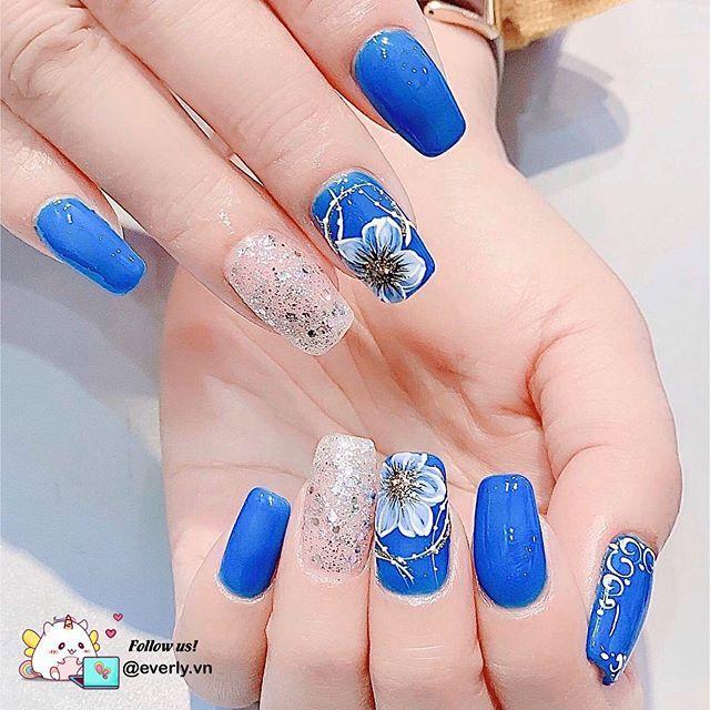 màu xanh nhạt với hoa