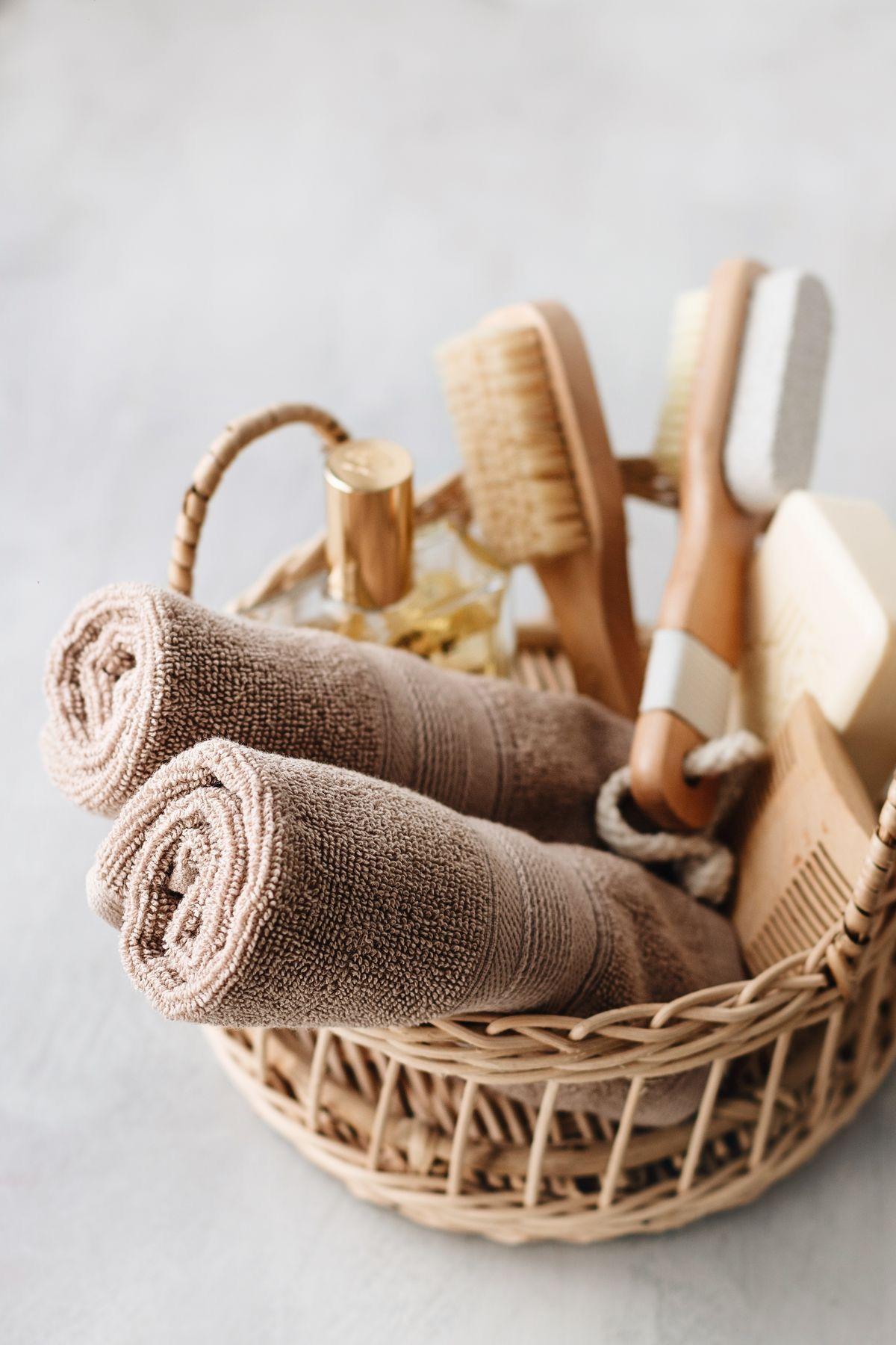 bông tắm hoặc bàn chải tắm chuyên dụng