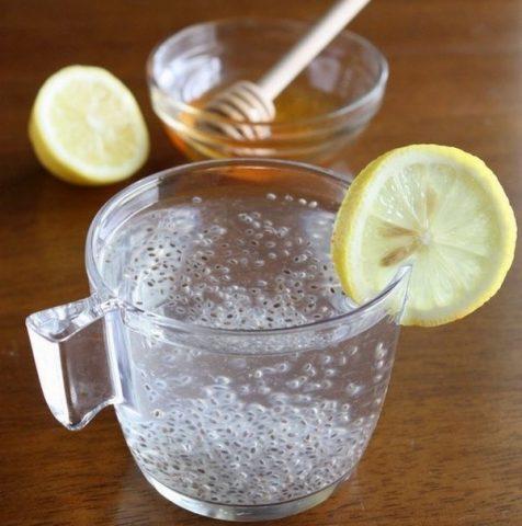 Uống hạt chia giảm cân với nước dừa