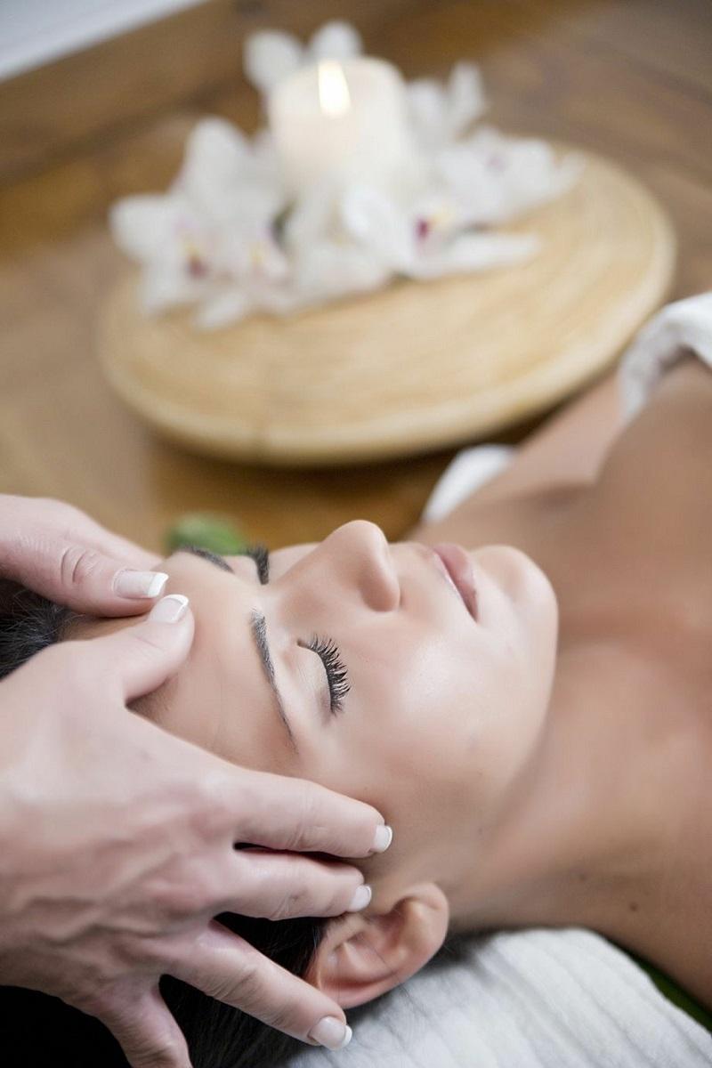 massage bằng tinh dầu