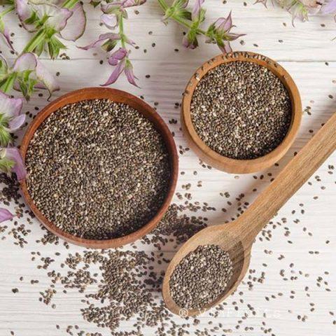 Cách pha và uống trà xanh hạt chia giảm cân từ bên trong