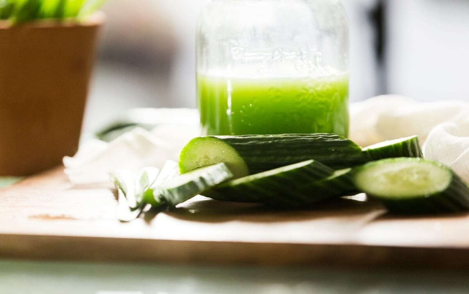 cách uống nước ép cần tây giảm cân với dưa leo