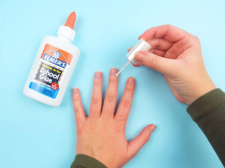 Thoa một lớp Vaseline hoặc hồ trong trước khi sơn