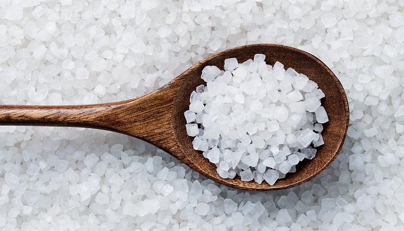Cách trị thâm, làm môi hết thâm với muối tại nhà