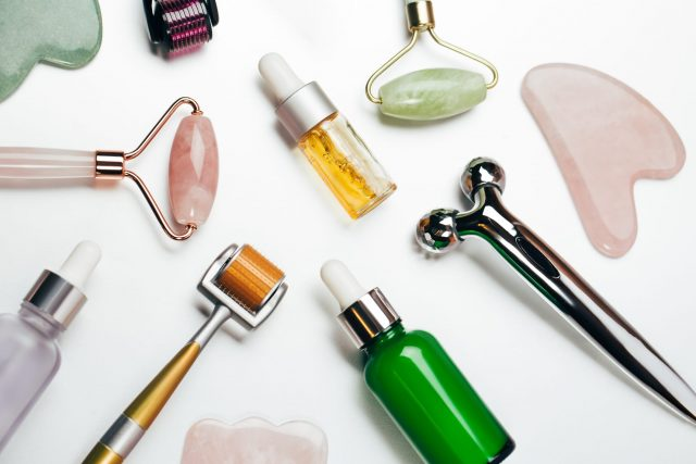 7 Dụng cụ massage mặt thần thánh được các tín đồ làm đẹp mê mẩn nhất hiện nay
