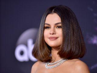 Chuyên gia trang điểm của Selena Gomez đã phá vỡ các xu hướng trang điểm dành cho mùa xuân năm 2021 như thế nào?