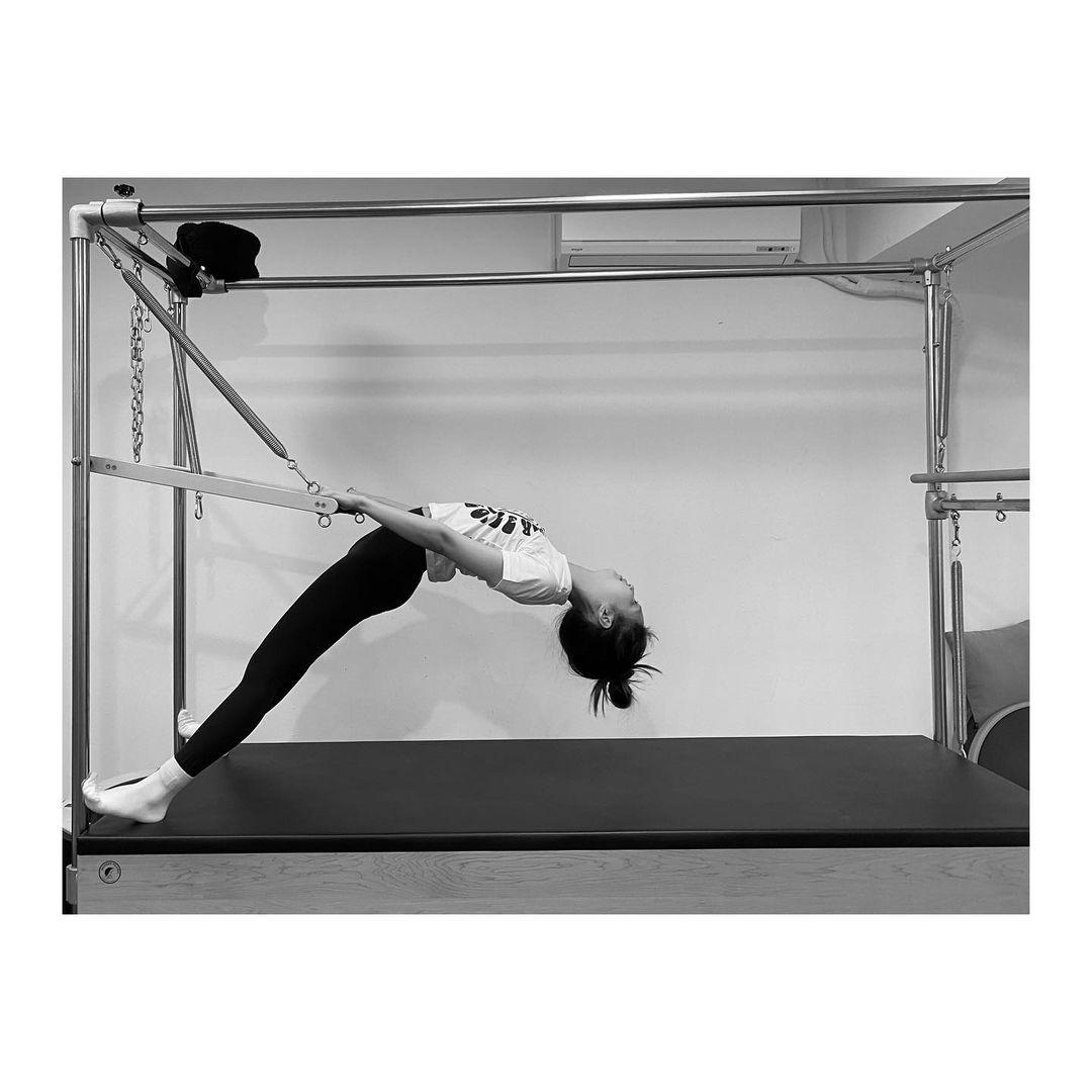 tập pilates cùng Jennie Blackpink