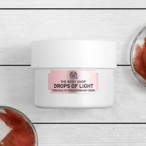 Kem dưỡng trắng da toàn thân ban ngày: The Body Shop Drop Of Light