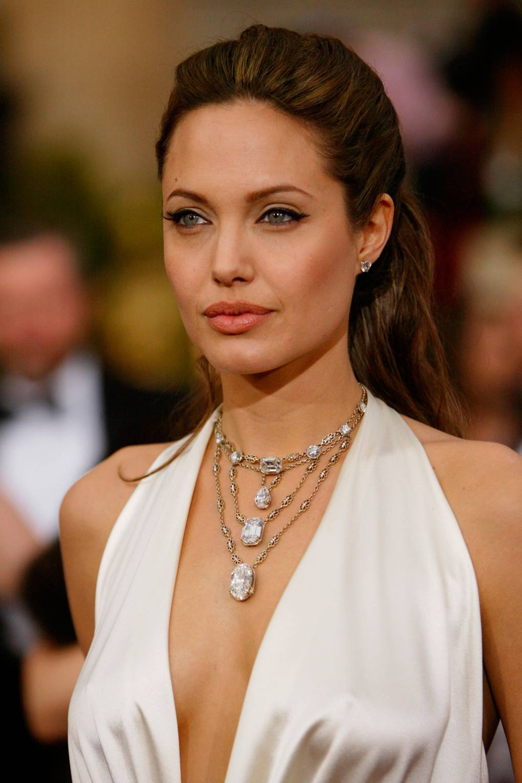Kiểu Tóc Đẹp của Angelina Jolie - Oscars 2004