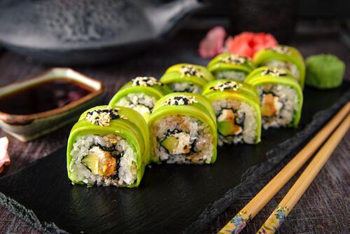 Cơm cuộn sushi - món ăn giảm cân làm từ bơ